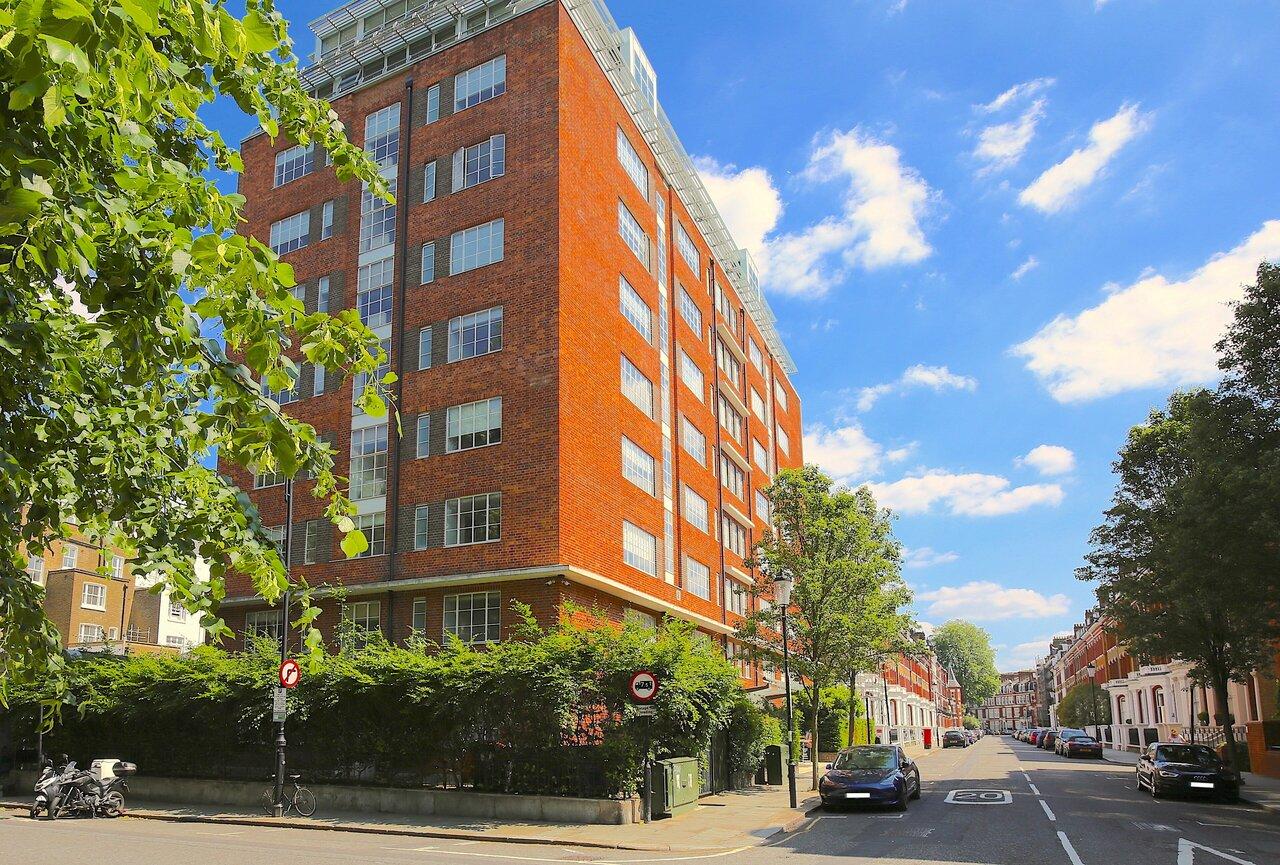 Somerset Roland Gardens Apartments