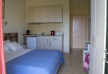 Loukas Hotel & Apartments