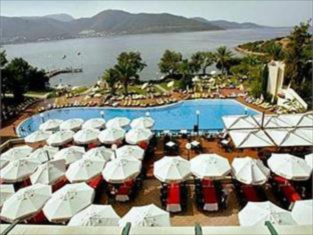 DOUBLETREE BY HILTON BODRUM ISIL CLUB
