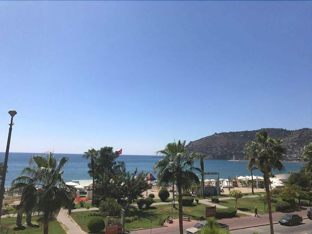 Seker Beach Apart