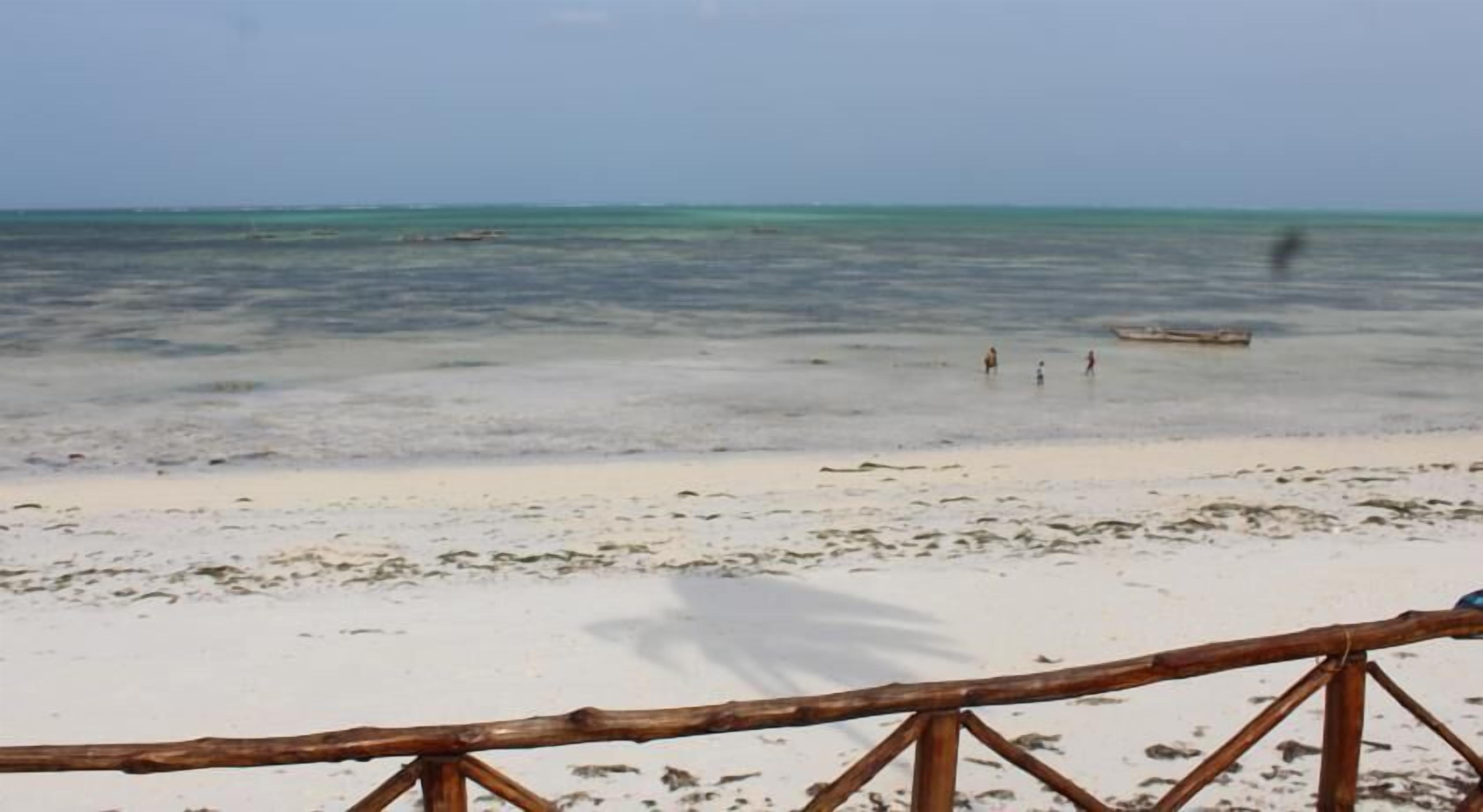 Nyamkwi White Sands