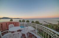 Xenos Kamara Beach Hotel