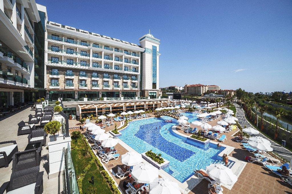 Luna Blanca Resort