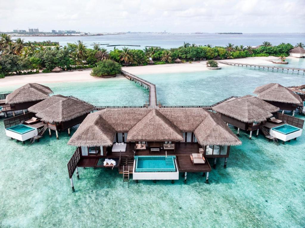 Sheraton Maldives Full Moon Resort & Spa