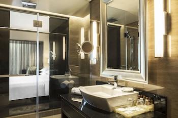 Sheraton Creek Hotel & Towers