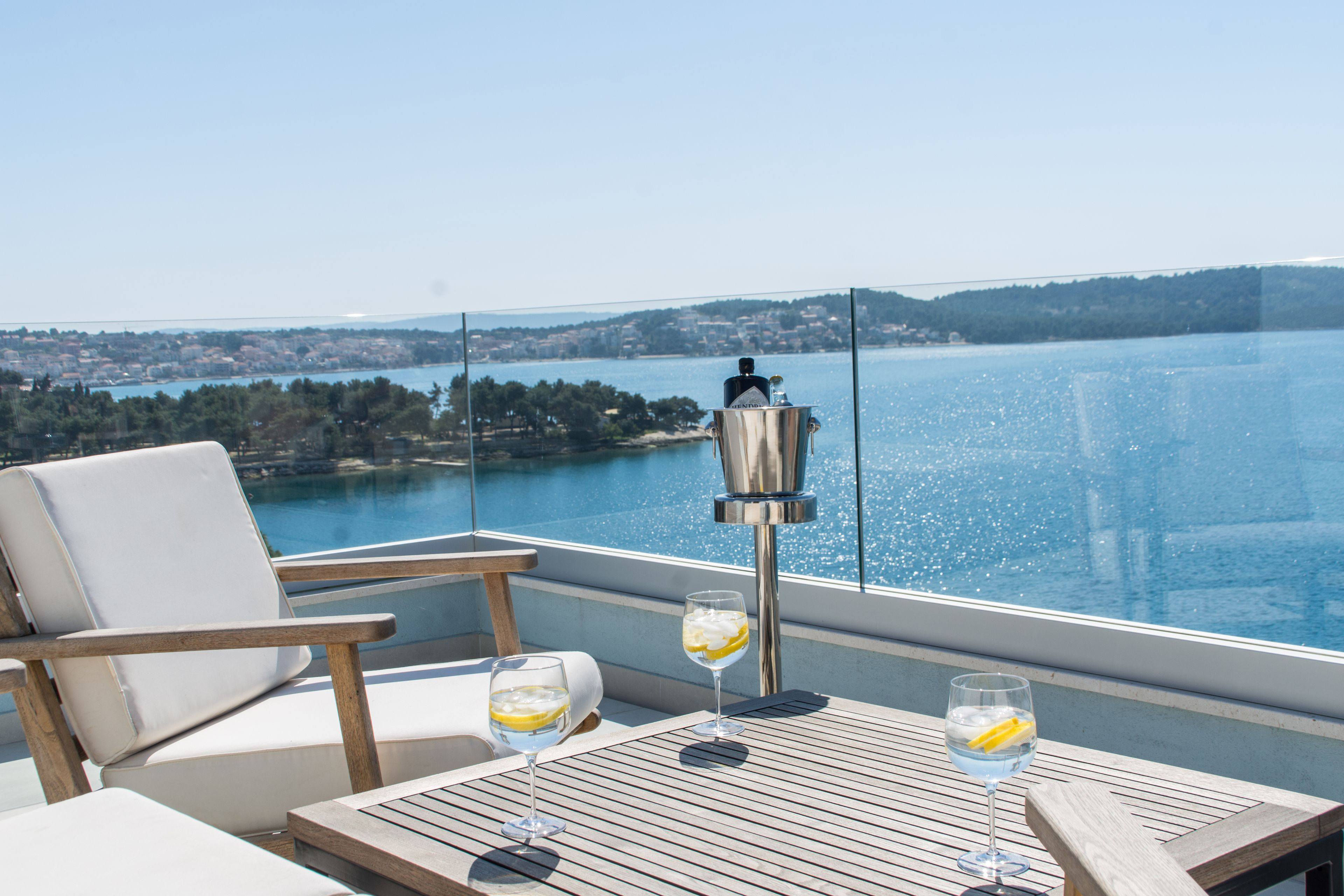 Seafront Luxury Apartments Fun