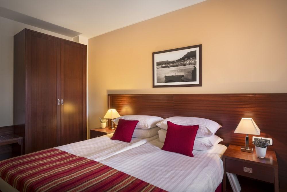 Hotel Atrium Residence Baska