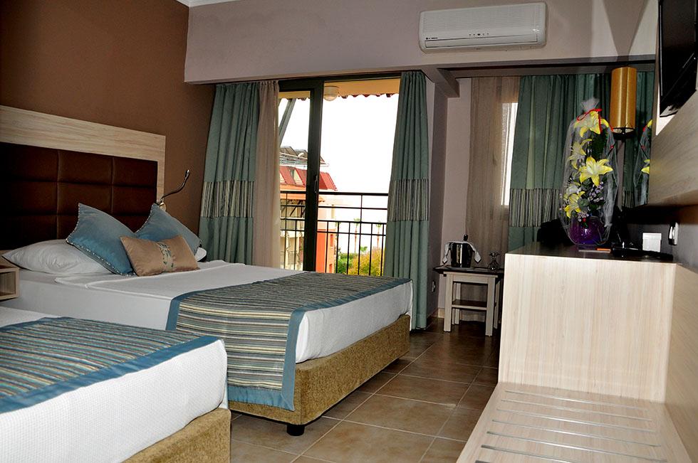 PALMERAS BEACH HOTEL