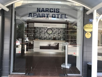Narcis Apart