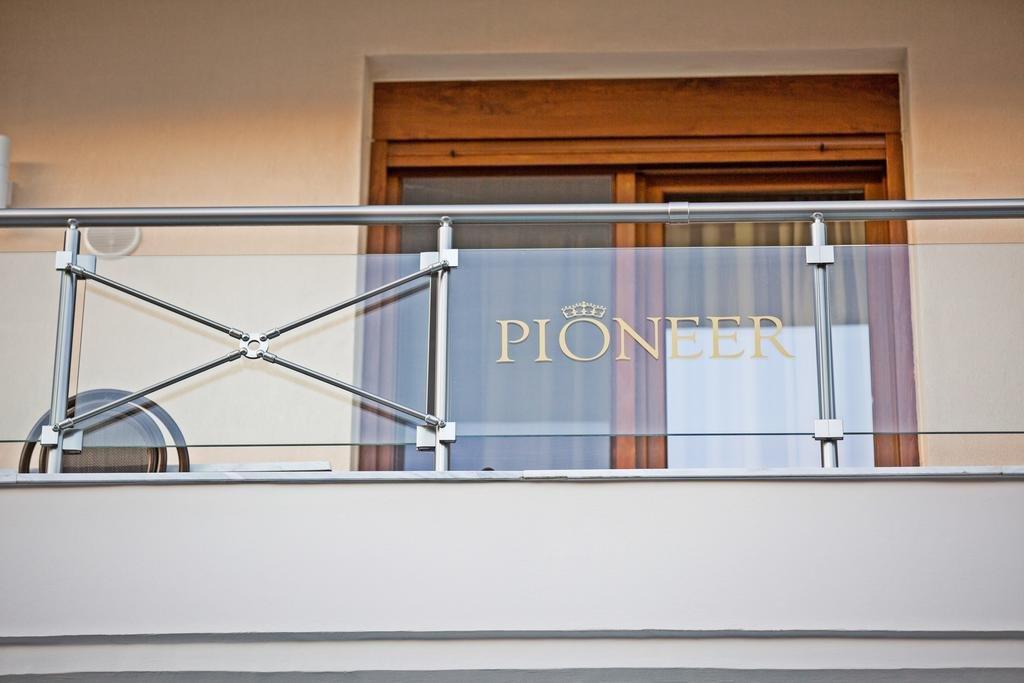 Studio Pioneer Excelsior