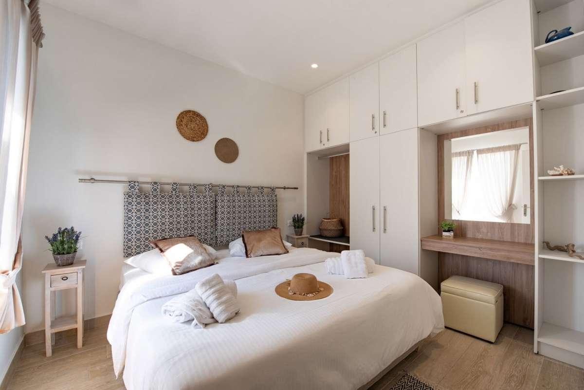 Ekati Mare Hotel & Suites