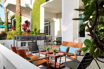 Surfcomber,  A Kimpton Hotel