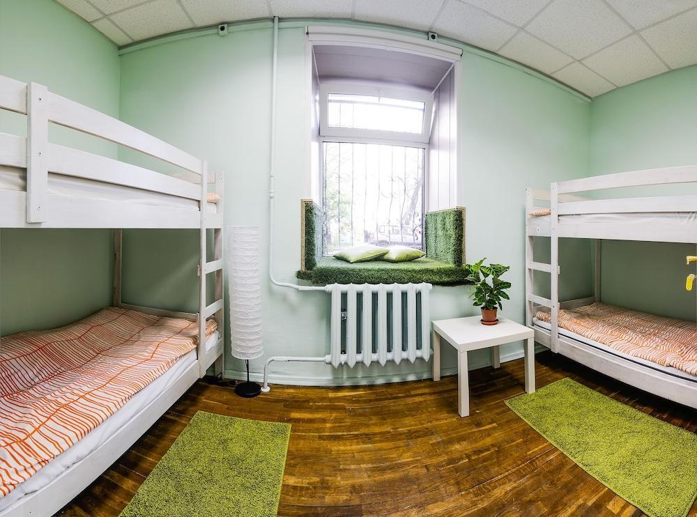 Old Flat Na Nevskom Hostel