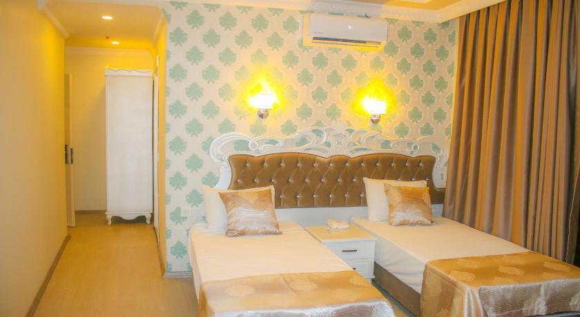 Deluxe Newport Hotel