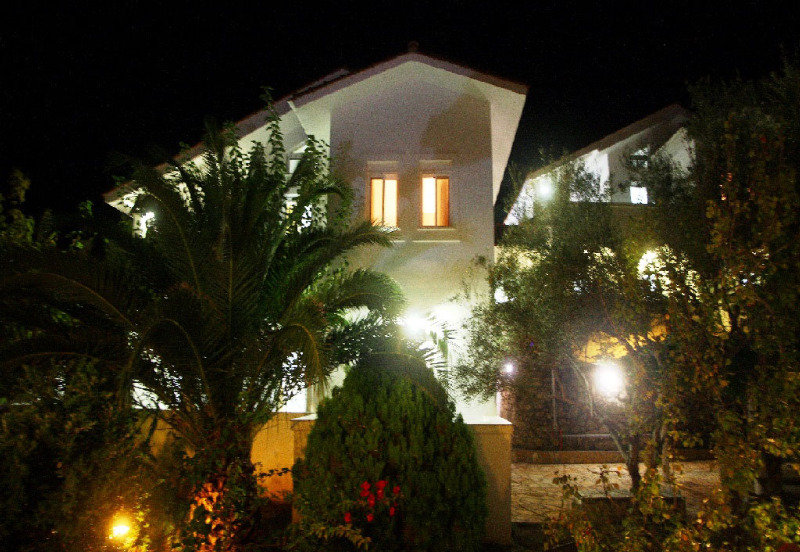 Aris Villas