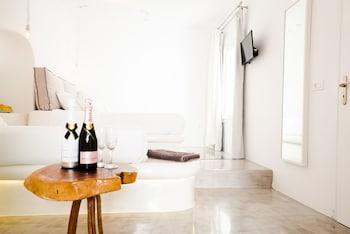 Flaskos Suites