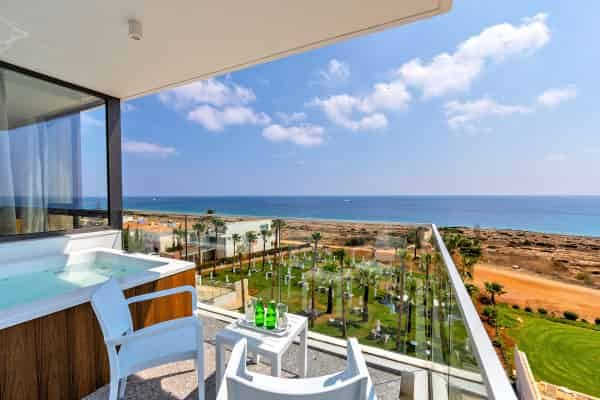 Leonardo Crystal Cove by the Sea (Adults only, 16+)
