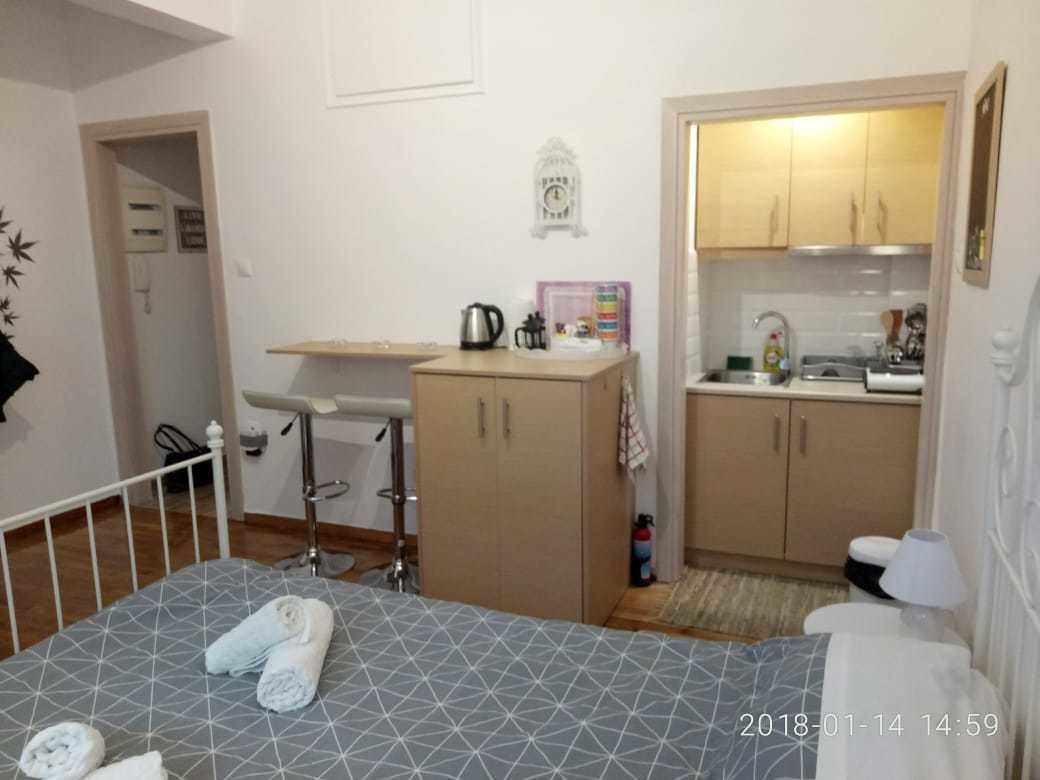 Modern Ideally Located Studio Apartment