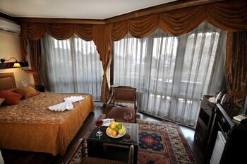 Megara Palace