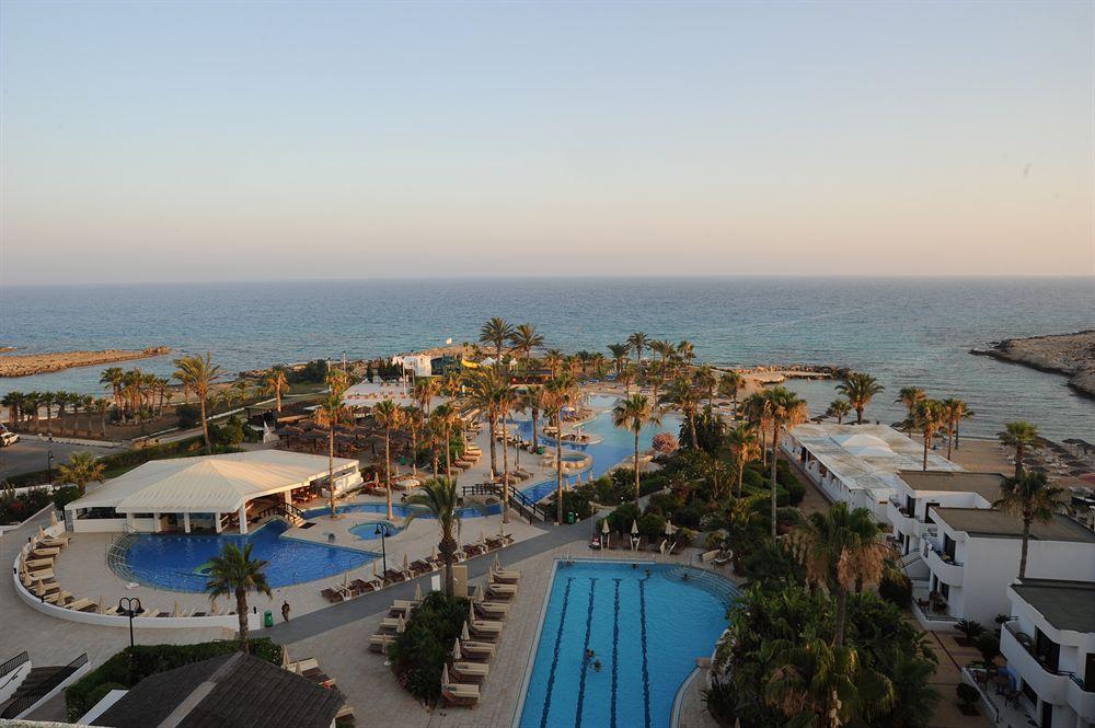 ADAMS BEACH HOTEL