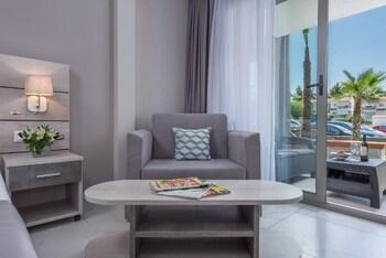 Dionysos Hotel & Studios