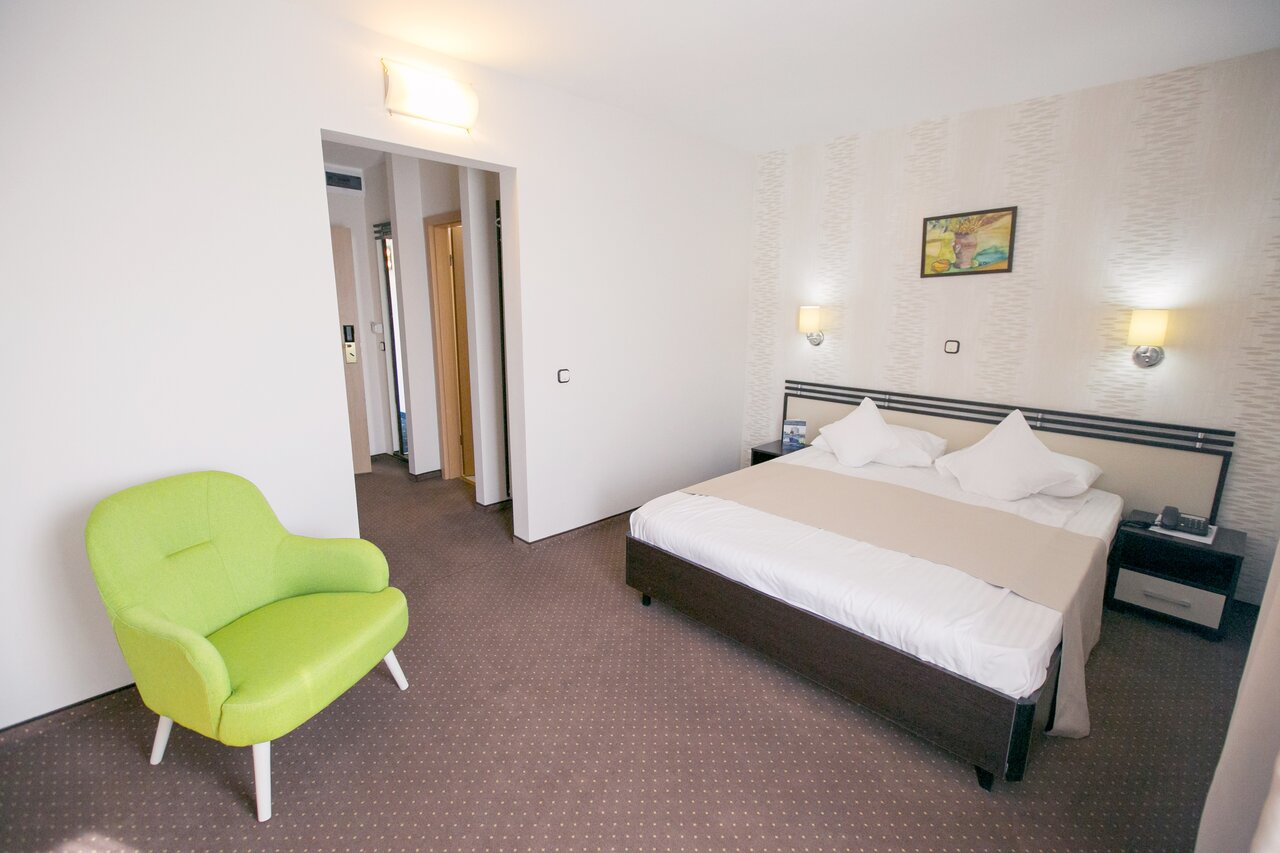 1 Decembrie DEMIPENSIUNE - Hotel International