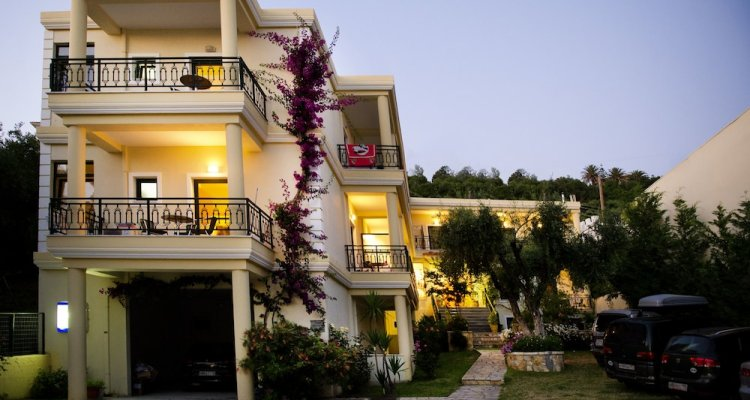 Loukas Hotel & Apartments