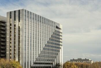 Ibis Paris La Defense Centre