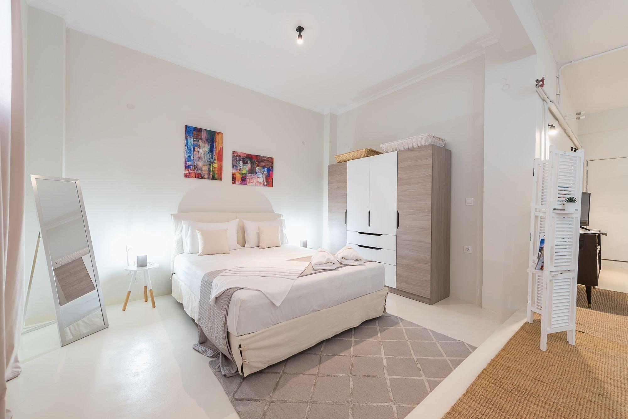 Stylish And Spacious Koukaki Apartment