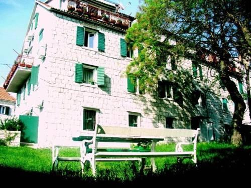 Nirvana Rooms Y Apartments