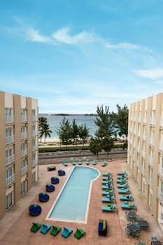 Courtyard By Marriott Nassau Downtown/junkanoo Beach