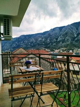Rooms And Apartments Vukasovic