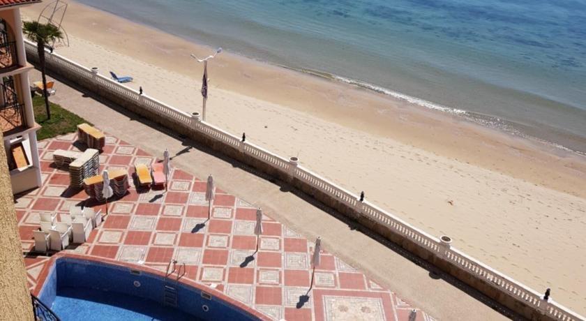 ATRIUM BEACH