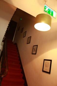 Exhibition Court Hotel 4