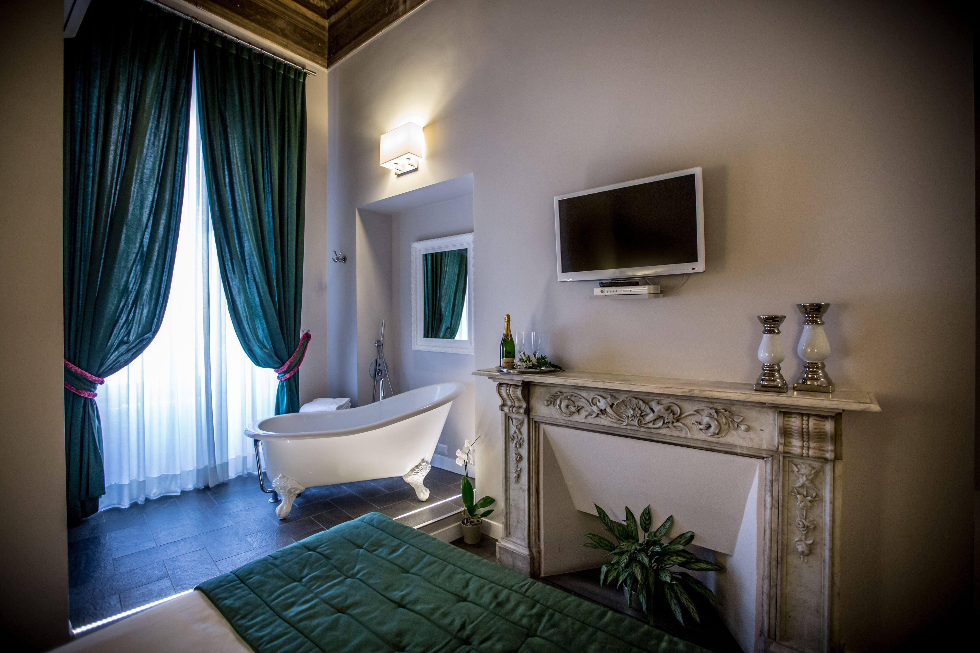 Chic And Town Luxury Rooms