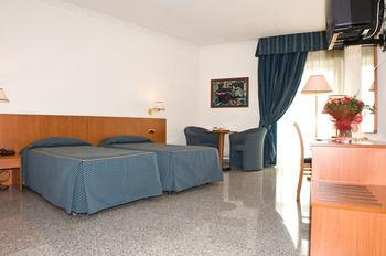 Hotel 90