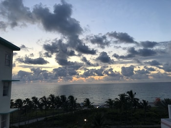 Days Inn And Suites Miami North Beach Oceanfront