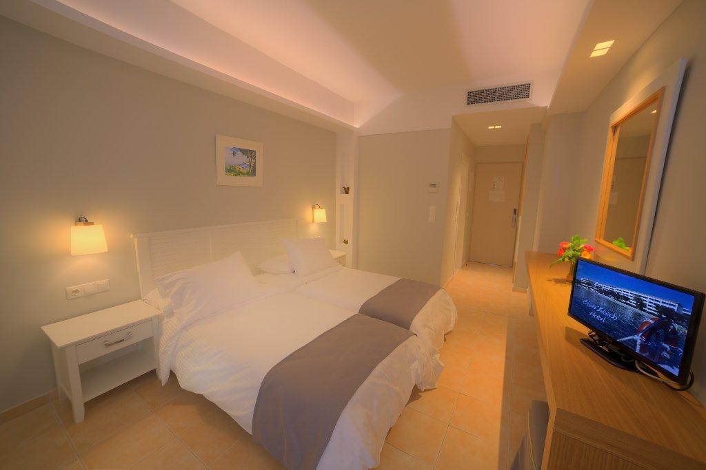 ELEA BEACH HOTEL (Dassia) (C)