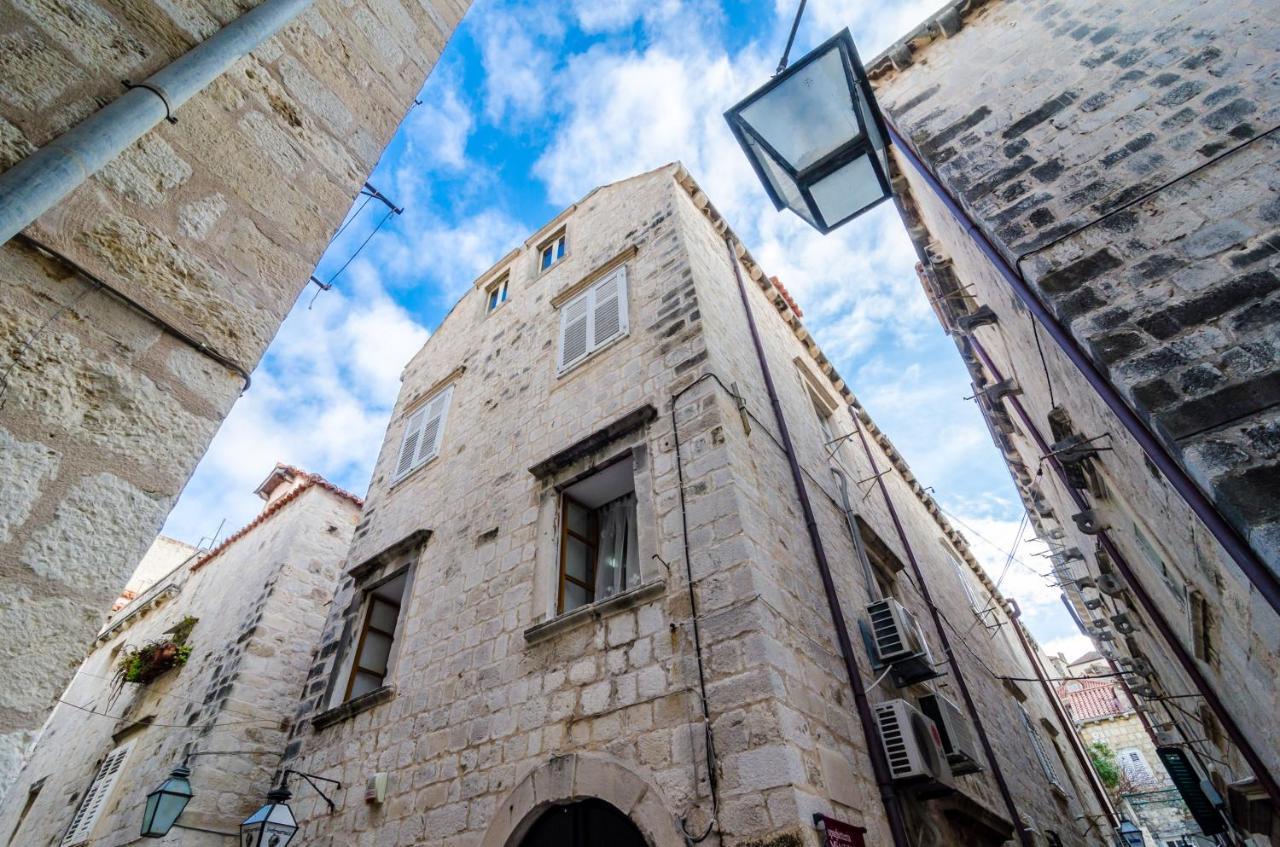 Inside Ancient City Walls Apartment