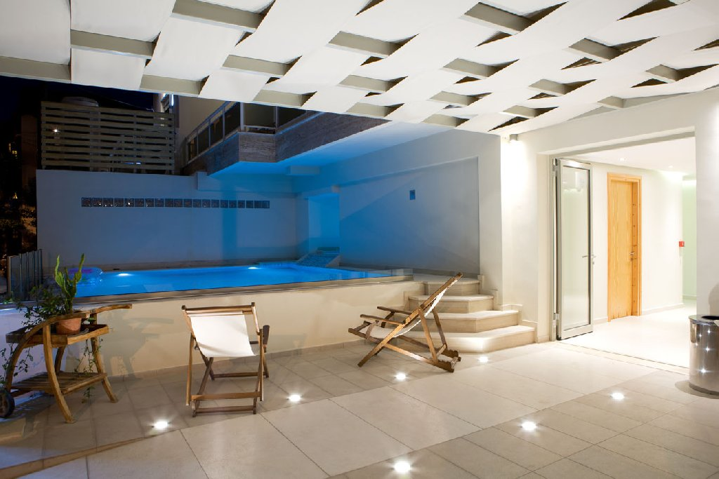 Grand Theoni Suites And Spa