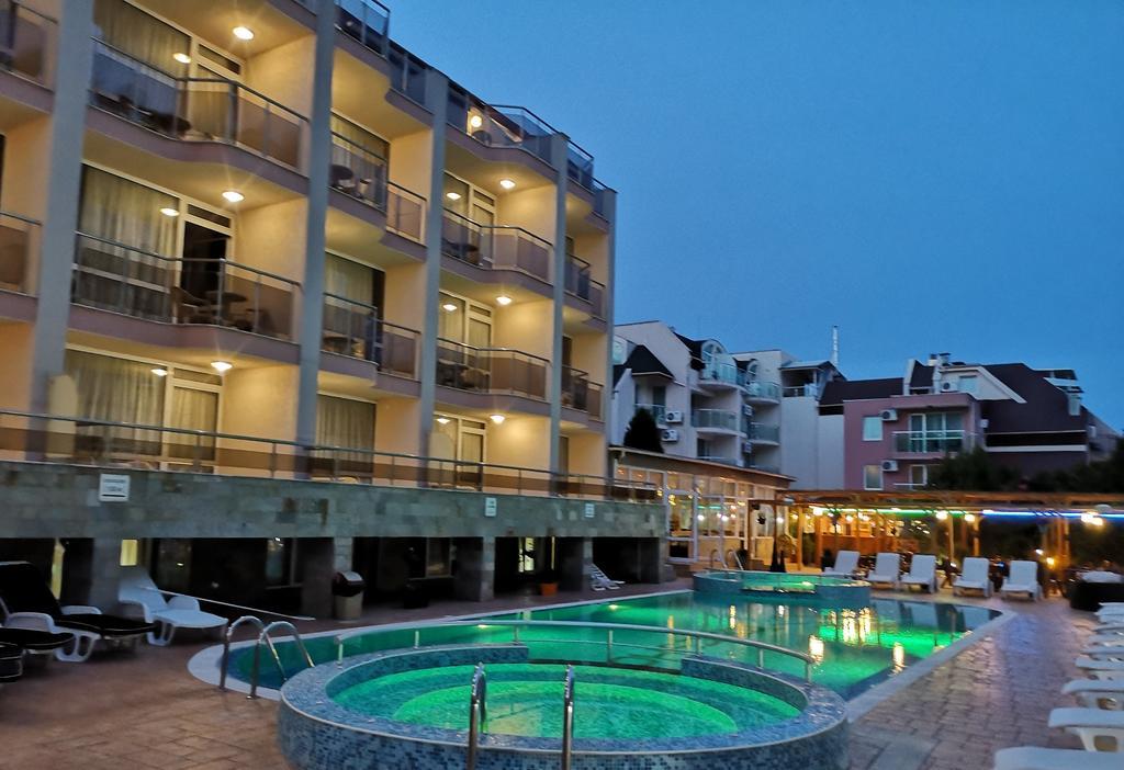 TROPIKS HOTEL