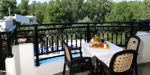 Sirines Hotel, Potos