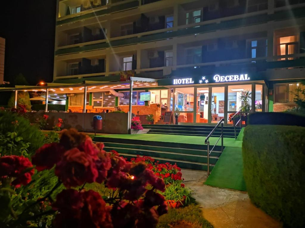 HOTEL DECEBAL (I)(APARTAMENTE 5 nopti) - Mic dejun si Pranz