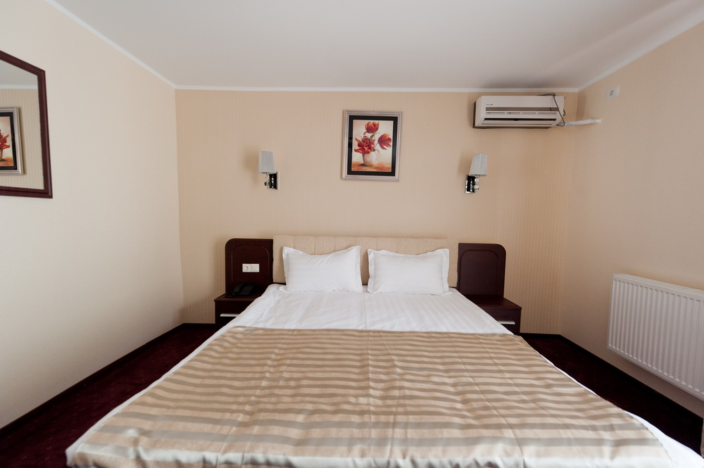 HOTEL MONDIAL- Mic Dejun si Pranz sau Cina