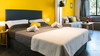 Eternal Luxury Suites