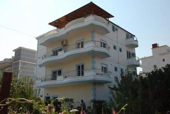 Kristal Apartments