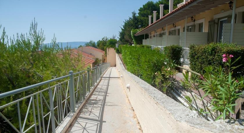 Mouikis Sun Village