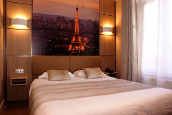Carina Tour Eiffel