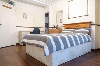 Broxbourne House Deluxe Room