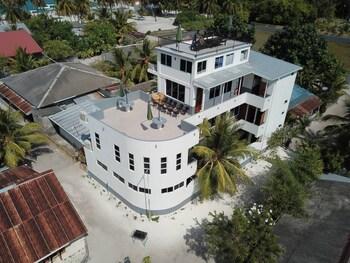 Five Coral Inn